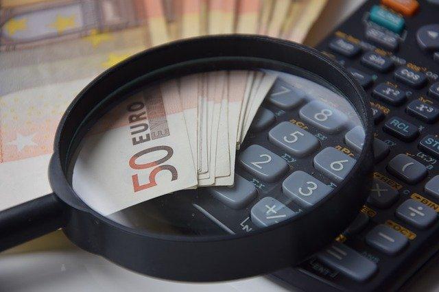 geld onder het vergrootglas