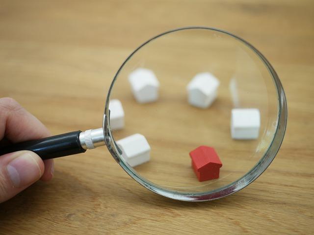 kleine woningen onder een vergrootglas voor geld investeren in vastgoed