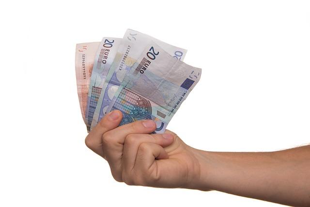 iemand geld lenen voor een persoonlijke lening